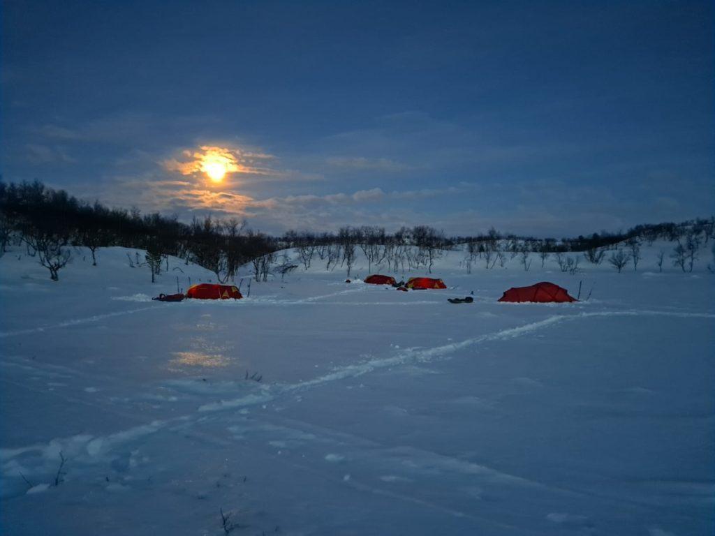 talvitelttailu, talviteltta, leiri, kuutamo